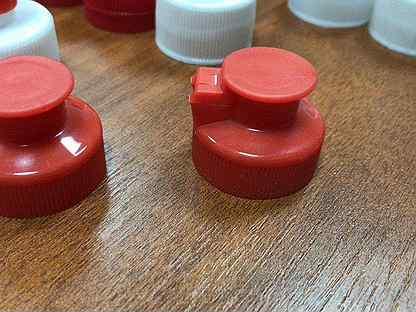 Крышка флип-топ 28 мм красная