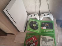 Xbox One s + 2 игры, 2 джойстика, подставка. торг