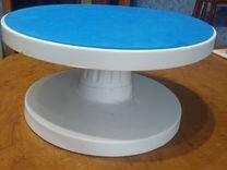 Продам наклонный поворотный столик ля торта. Новый